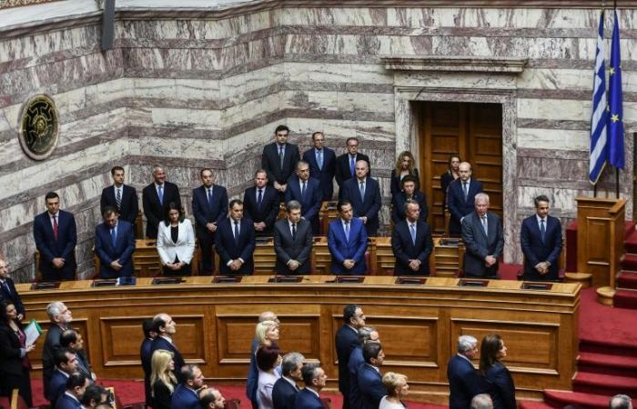 البرلمان اليوناني الجديد بأكثريته اليمينية يعقد أولى اجتماعاته