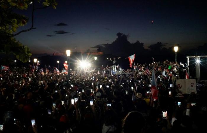 آلاف المتظاهرين يطالبون باستقالة حاكم بورتوريكو