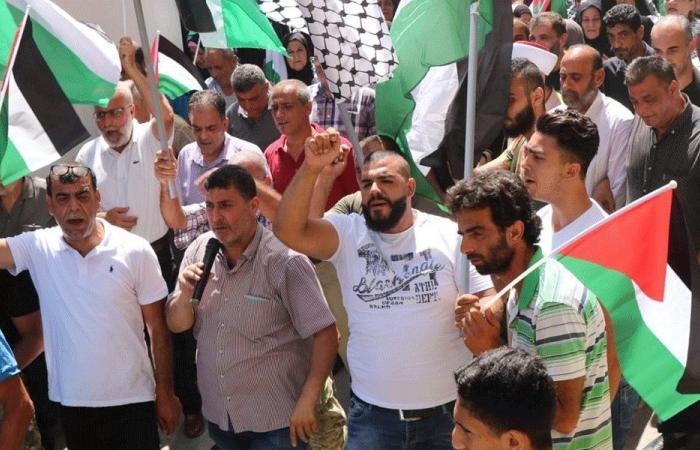 """اعتصام عند مدخل مخيم الرشيدية رفضا لقرار """"العمل"""""""
