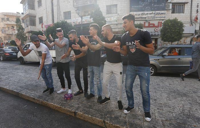 فلسطين   فرحة النجاح بالثانوية العامة تغمر منازل الأسرى والشهداء