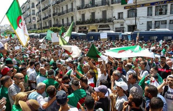 """الجزائر.. تظاهرات للجمعة الـ22 للمطالبة بحل الأزمة وبـ""""الكأس"""""""
