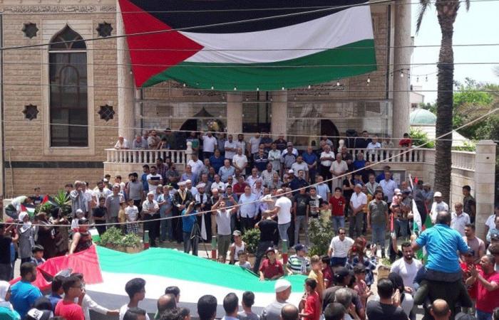 """الفصائل الفلسطينية اعتصمت احتجاجًا على قرار """"العمل"""""""