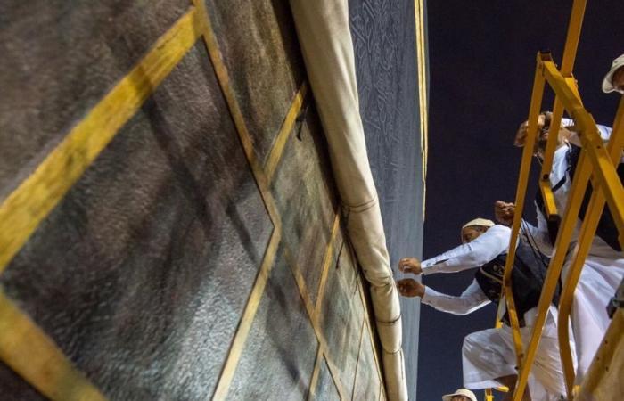 الخليح | لهذا الأسباب يرفع ثوب الكعبة المشرفة!