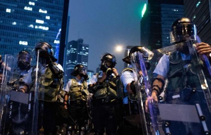 شرطة هونغ كونغ تعثر على مصنع محلي للمتفجرات