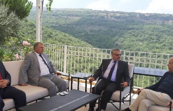 """فلسطين   """"فلسطينيي الخارج"""" يلتقي منيمنة بشأن سبل حل أزمة حق العمل"""