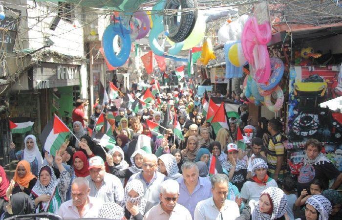 فلسطين | مسيرة في عين الحلوة رفضا لاستمرار الاجراءات ضد العمال الفلسطينيين