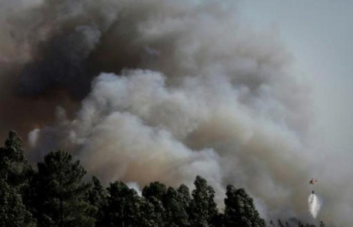اكثر من 900 اطفائي يكافحون حرائق بوسط البرتغال