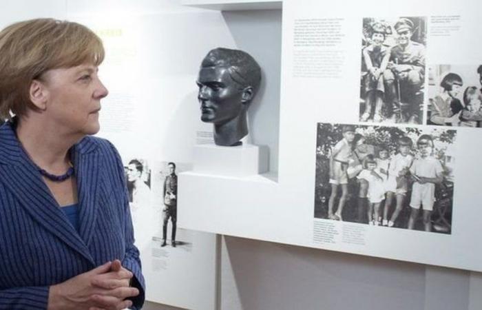 ميركل تحيي ذكرى محاولة اغتيال هتلر بدعوة لمناهضة التطرف