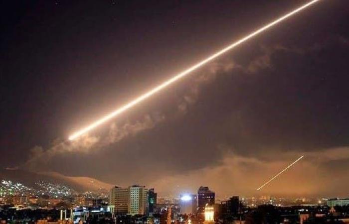 """سوريا   إعلام الأسد: دفاعات الجو تتصدى لـ""""أهداف معادية"""" في حماة"""