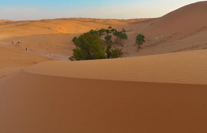"""الخليح   """"عُقل الثويرات"""" أعجوبة الرمال في السعودية.. تعرف عليها"""