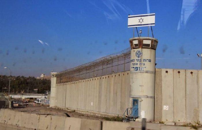 فلسطين | توتر في سجن النقب عقب نية الإدارة رفع نسبة ترددات أجهزة التشويش