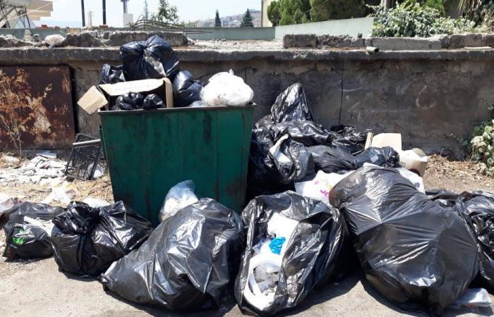 تراكم النفايات على طرق بلدات عكار الشمالي