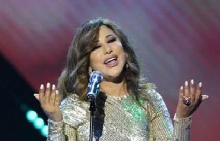 نجوى كرم تُجري تعديلًا على فستانها احترامًا للعادات في حفل السّعوديّة!