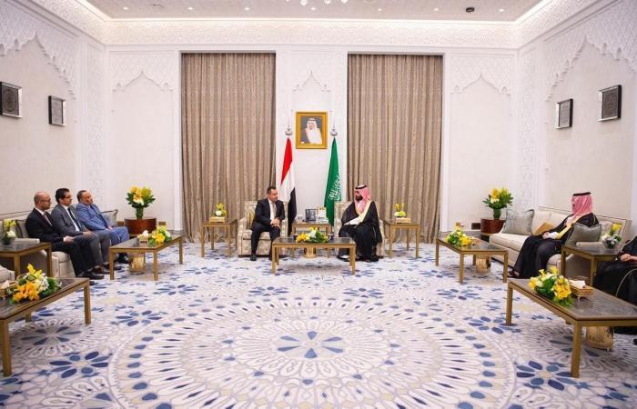 الخليح | محمد بن سلمان يبحث مع رئيس حكومة اليمن مستجدات الأوضاع
