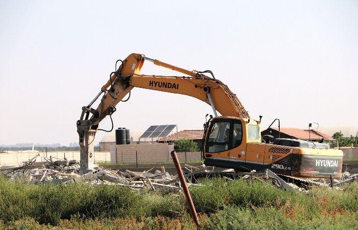 فلسطين   الاحتلال يهدم منزل لعائلة فلسطينية في الداخل المحتل