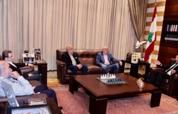 كرة النار بيد الحريري: التمسك بالحكومة أم إنقاذ البلد؟