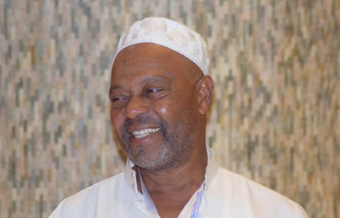 الخليح | برنامج ضيوف خادم الحرمين يحقق حلم مسن من جزر القمر