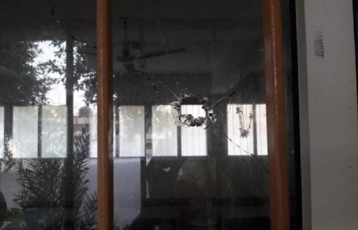 فلسطين | رصاصة إسرائيلية ثقيلة تصيب مدرسة وسط القطاع