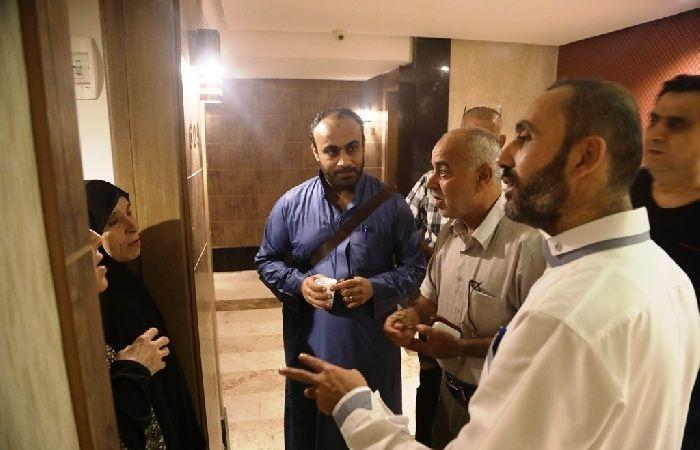 فلسطين | وكيل وزارة الأوقاف يتفقد حجاج الجالية الفلسطينية بمصر