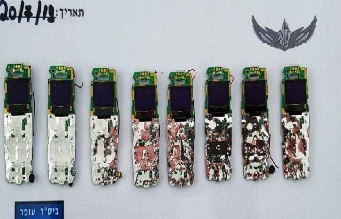 فلسطين | مصلحة السجون: أسرى من فتح هرّبوا هواتف لمعتقل عوفر