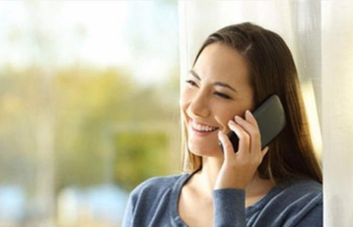 تعانين من ظهور البقع على بشرتك؟ هاتفك هو السبب