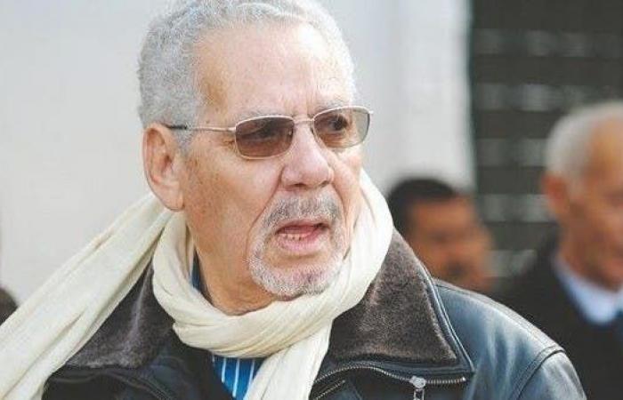 مذكرة توقيف ضد وزير دفاع الجزائر الأسبق بتهمة التآمر