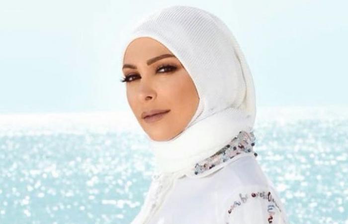 أمل حجازي تنشر فيديو مؤثر بملابس الإحرام.. شاهدي!