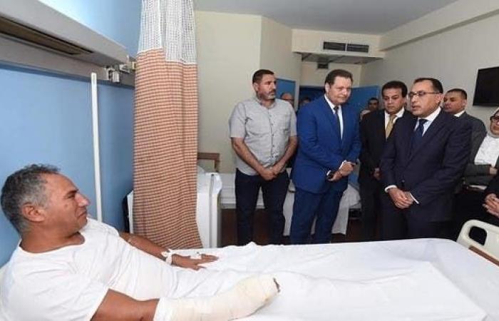 مصر   رئيس الوزراء المصري يزور الجرحى ويتفقد موقع الهجوم