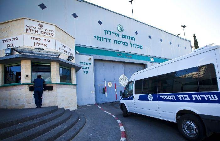 فلسطين   إصابة معتقلين بكسور خلال نقلهم لمعسكر حوارة