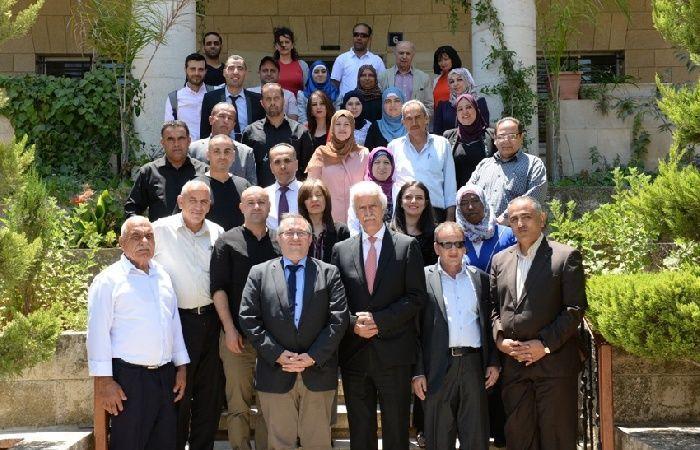 فلسطين   التربية تشهد توقيع اتفاقيات لدعم قطاع تعليم الكبار