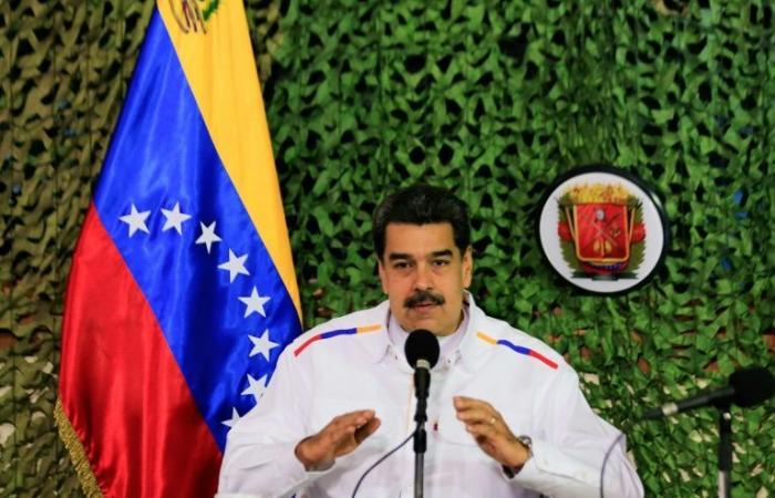 """كراكاس تتهم واشنطن بـ""""الإرهاب الاقتصادي"""" بعد تجميد أصول حكومة مادورو"""