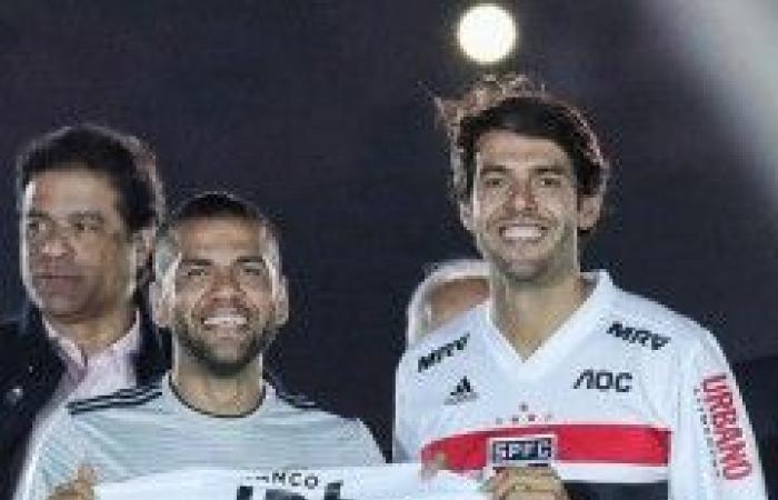 بالصور- إستقبال أسطوري لداني ألفيس في ملعب ساو باولو