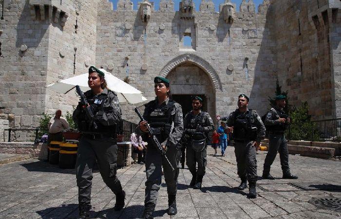 فلسطين | الاحتلال يعتقل حارساً للأقصى بعد الاعتداء عليه