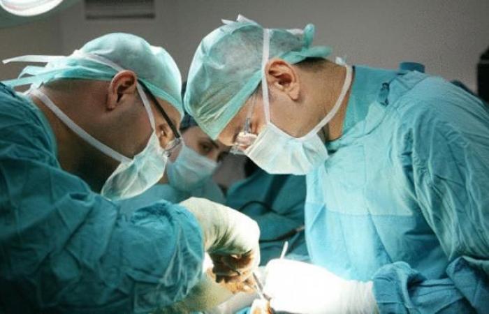 فلسطين | نقابة الأطباء تعلن عن إجراءات احتجاجية بعد إيقاف طبيب من قلقيلية