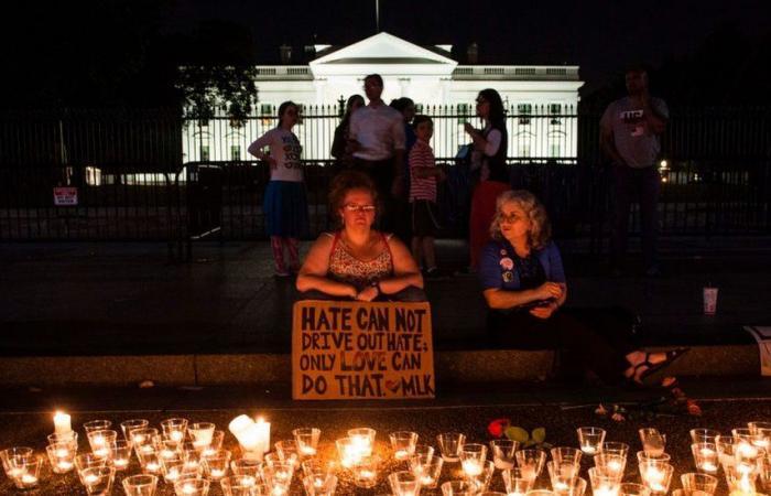 """هل أهملت الولايات المتحدة مكافحة تطرف جماعات """"تفوق البيض""""؟"""