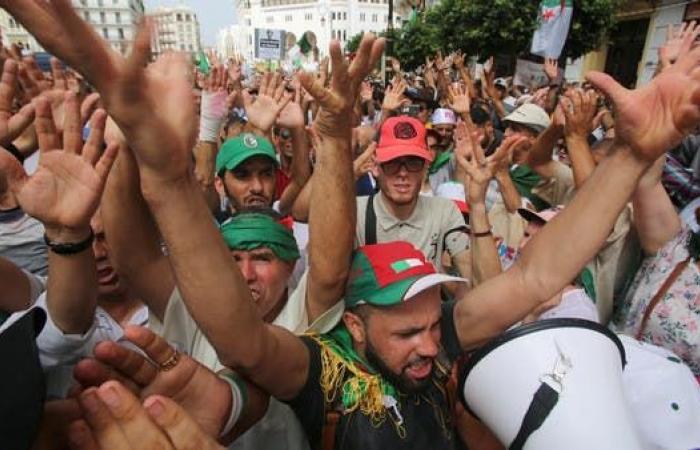 """الجزائر.. تظاهرات ضد الحوار تلوح بـ""""العصيان المدني"""""""