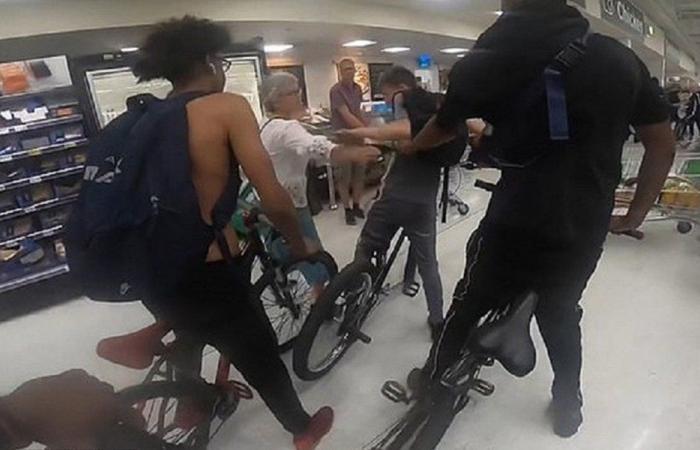 مراهقون يقتحمون متجرا في بريطانيا بدراجات هوائية!