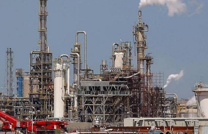 الكويت تؤكد التزامها بخفض إنتاج النفط