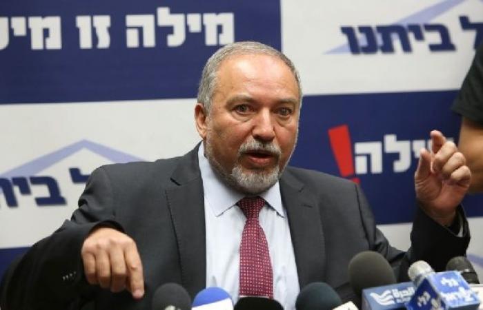فلسطين   ليبرمان: نتنياهو يشتري الهدوء من حركة حماس