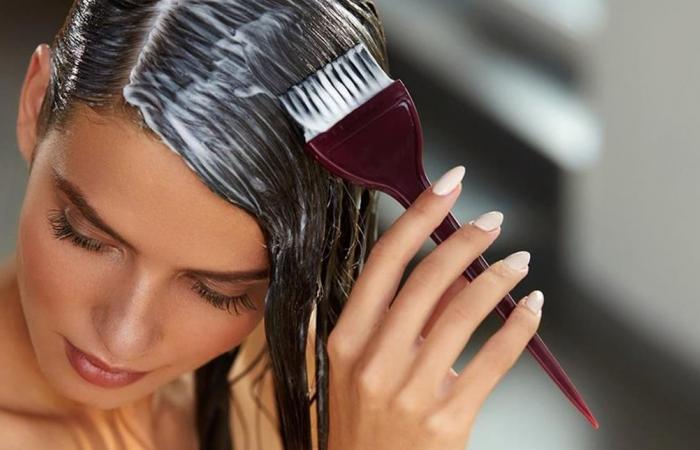 طريقة فعالة لإزالة آثار صبغة الشعر عن الوجه والملابس