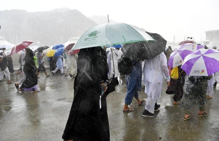 الخليح | صور.. أمطار غزيرة تهطل على المشاعر المقدسة