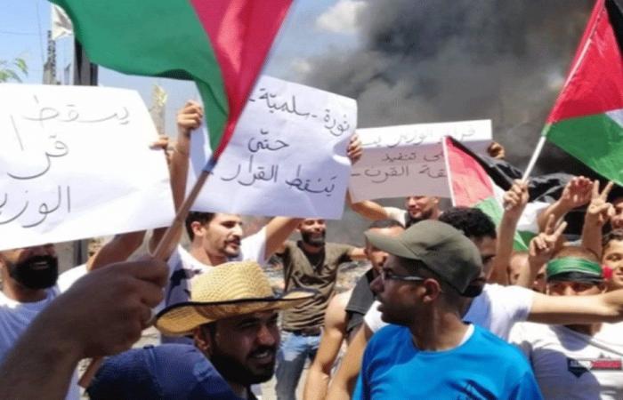 """فلسطينيو عين الحلوة مستمرون باحتجاجاتهم ضد قرار """"العمل"""""""