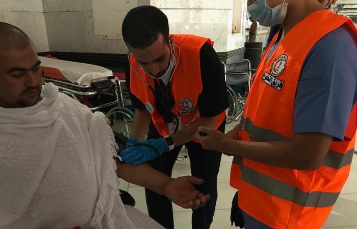 الخليح | شاهد.. متطوعو الهلال الأحمر مندفعون لخدمة الحجاج