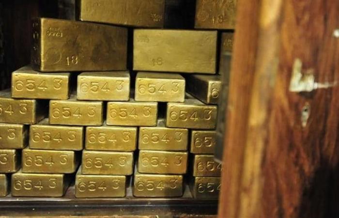 الذهب يصعد لأعلى مستوى في 6 سنوات