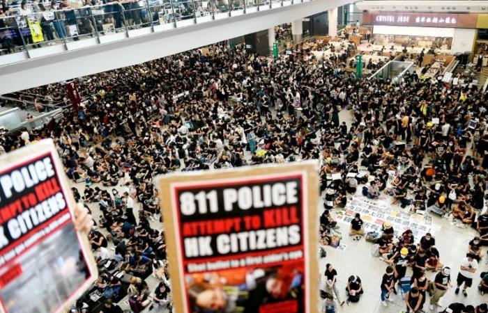إلغاء كافة الرحلات المغادرة من مطار هونغ كونغ