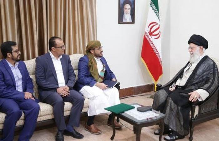 إيران | وفد حوثي في إيران مخاطباً خامنئي: ولايتك هي ولاية النبي