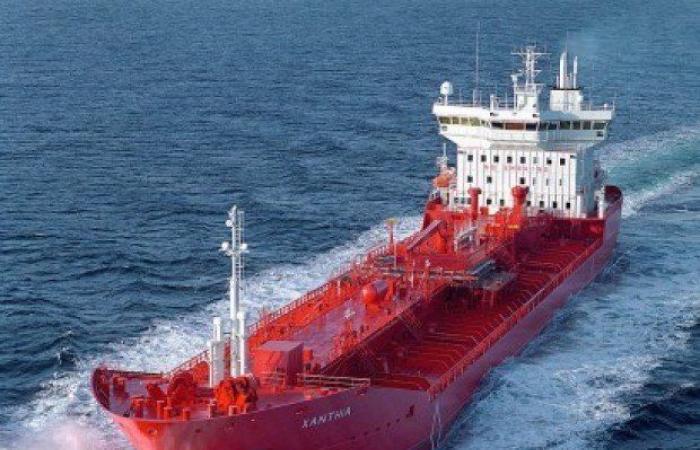 تقرير يتّهم شركتين لبنانيتين بتهريب النفط الإيراني إلى سوريا
