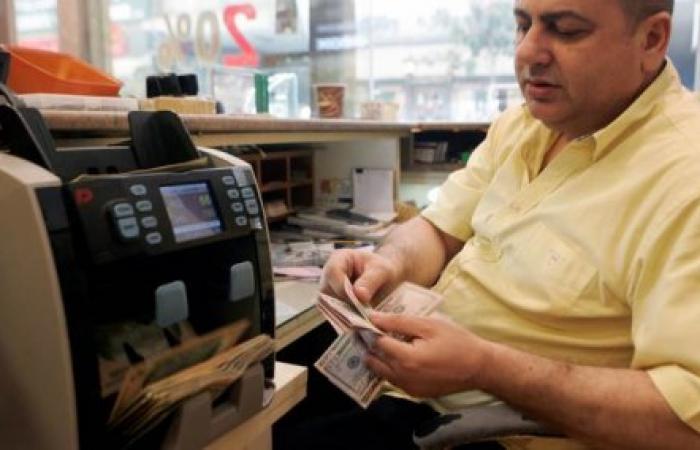 """حرب """"الودائع"""" بين المصارف تسبب ارتفاعاً بسعر صرف الدولار"""