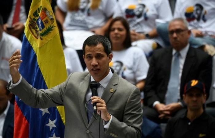 غوايدو يحذر مادورو من عواقب الدعوة إلى انتخابات تشريعية مبكرة في فنزويلا