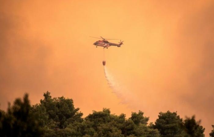 الحرائق تستعر في إيفيا اليونانية